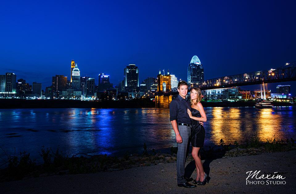 Off Camera flash, cincinnati skyline wedding engagement
