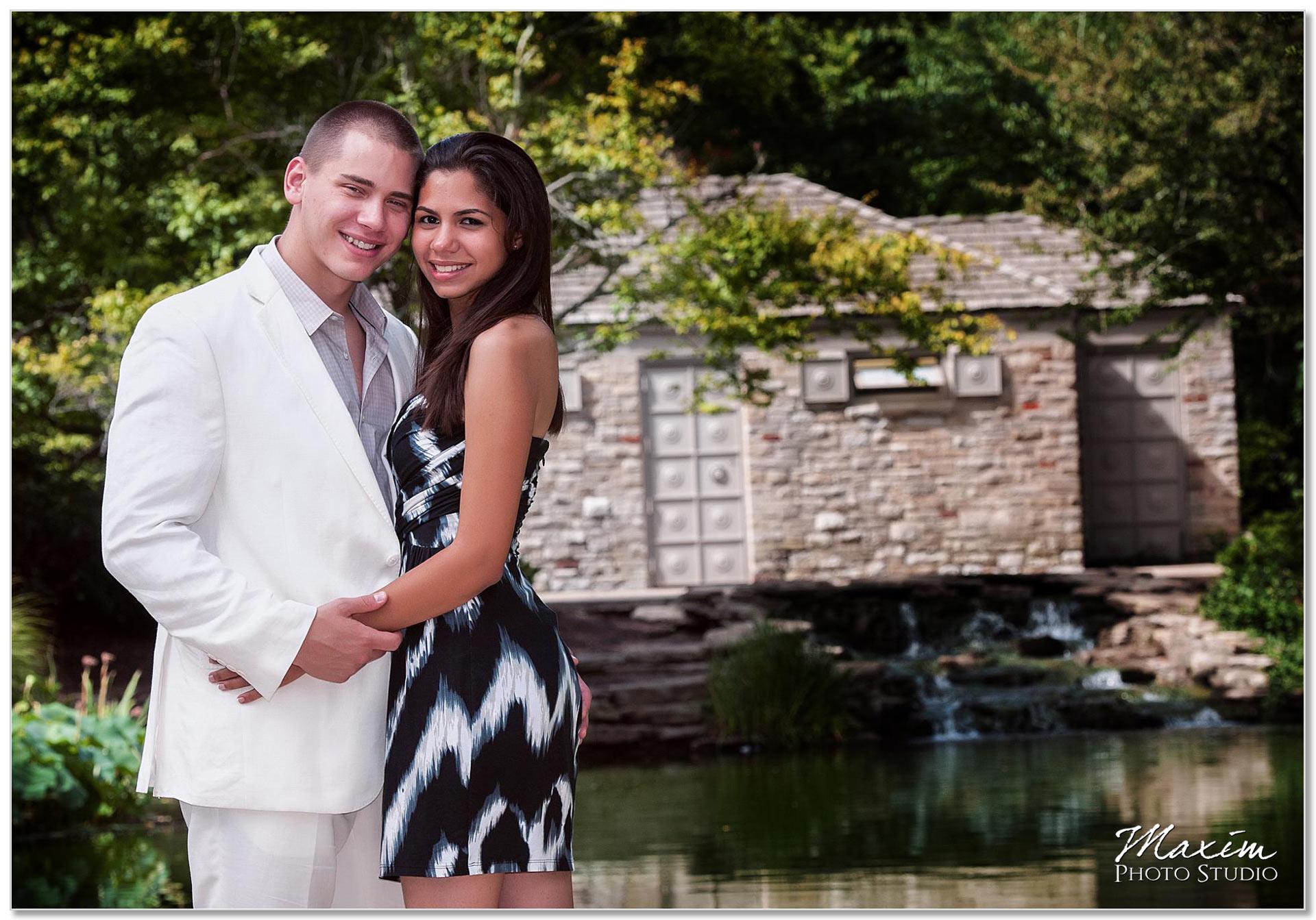 Eden Park Cincinnati Engagement couple