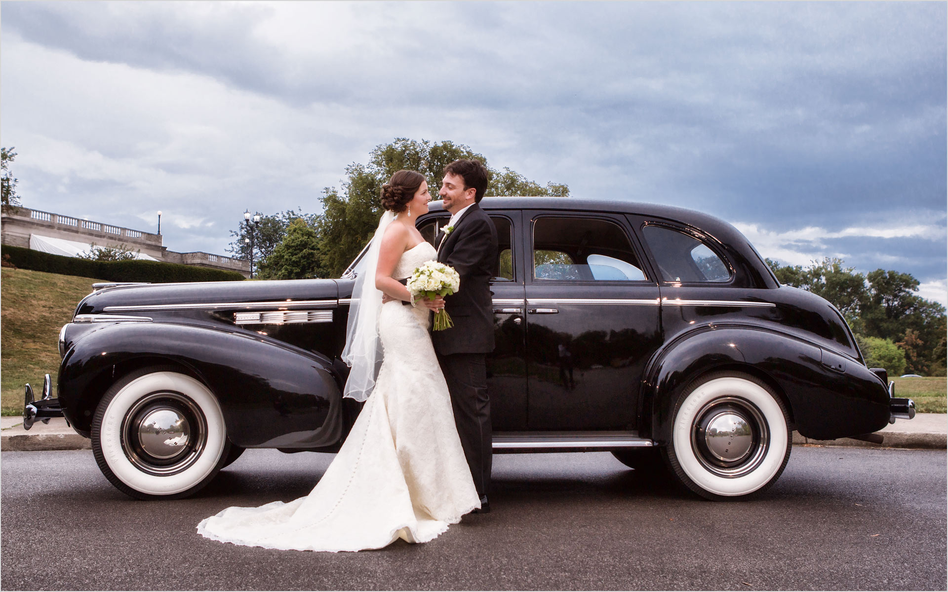 Ault Park Wedding Limo Couple