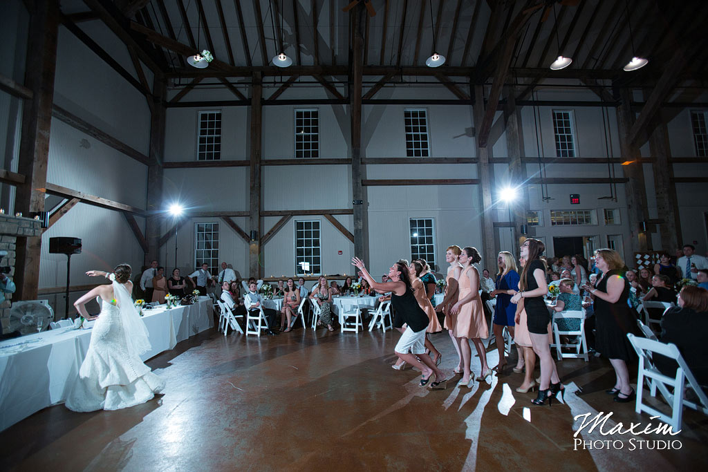 Muhlhauser Barn Cincinnati Wedding Pictures