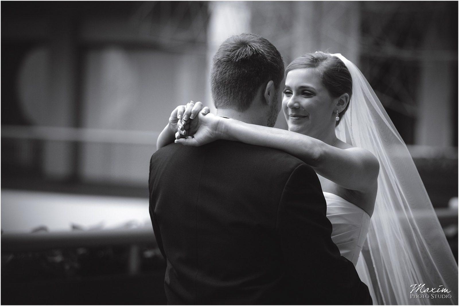 Hyatt Regency Cincinnati, First look bride groom
