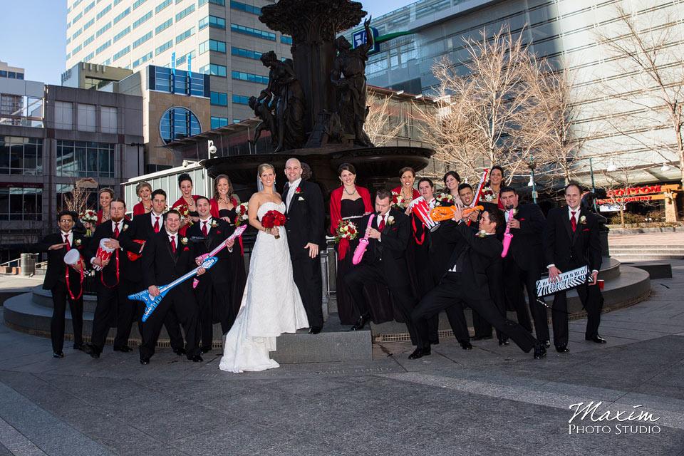 fountain square cinncinnati wedding bride groom