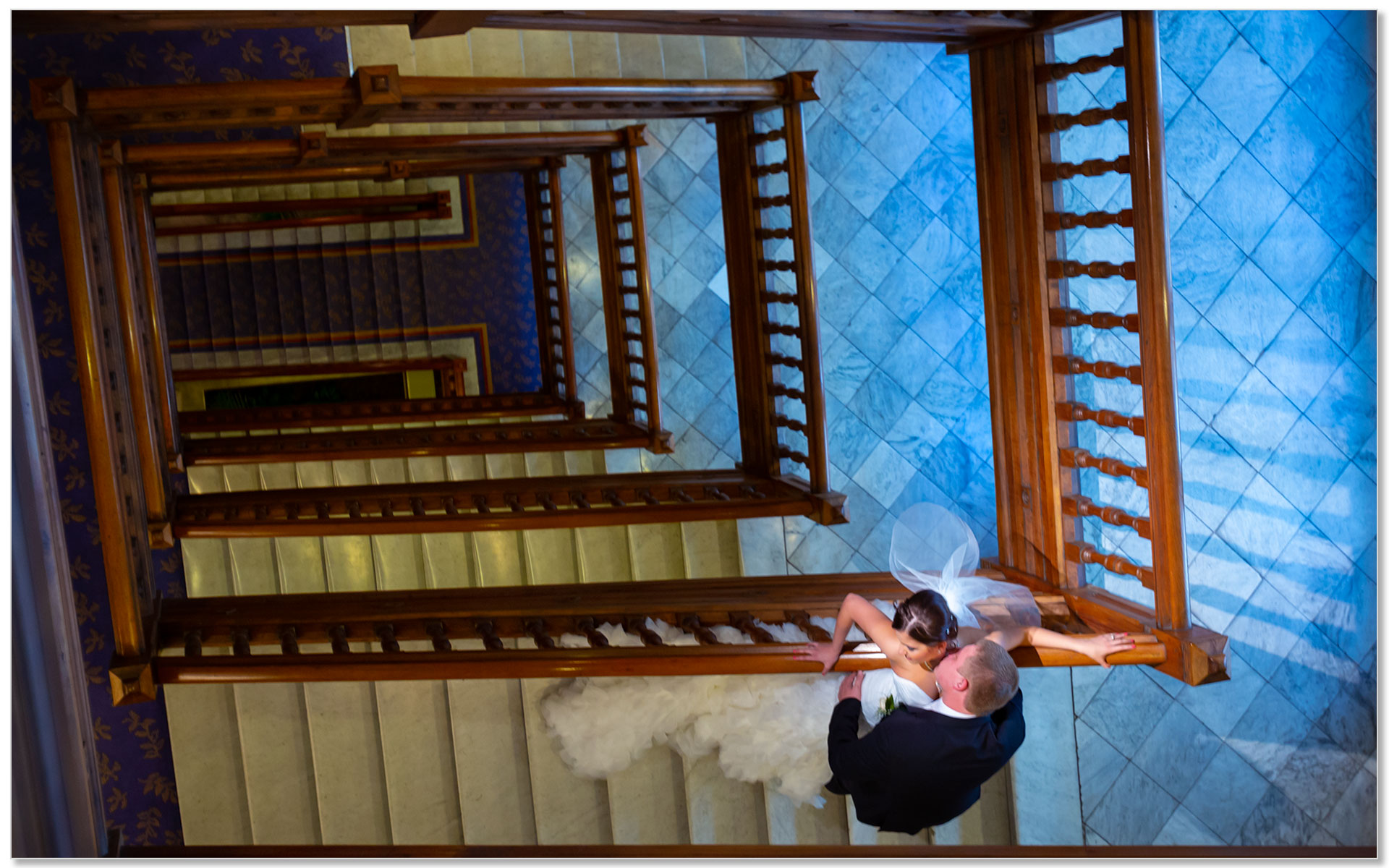Cincinnatian hotel bride groom stairs