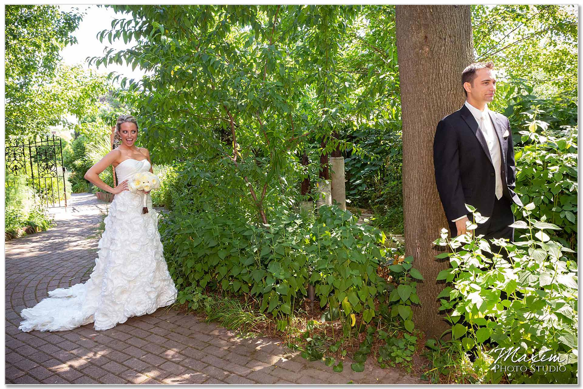 Taylor Mansion Columbus Ohio wedding groom bride