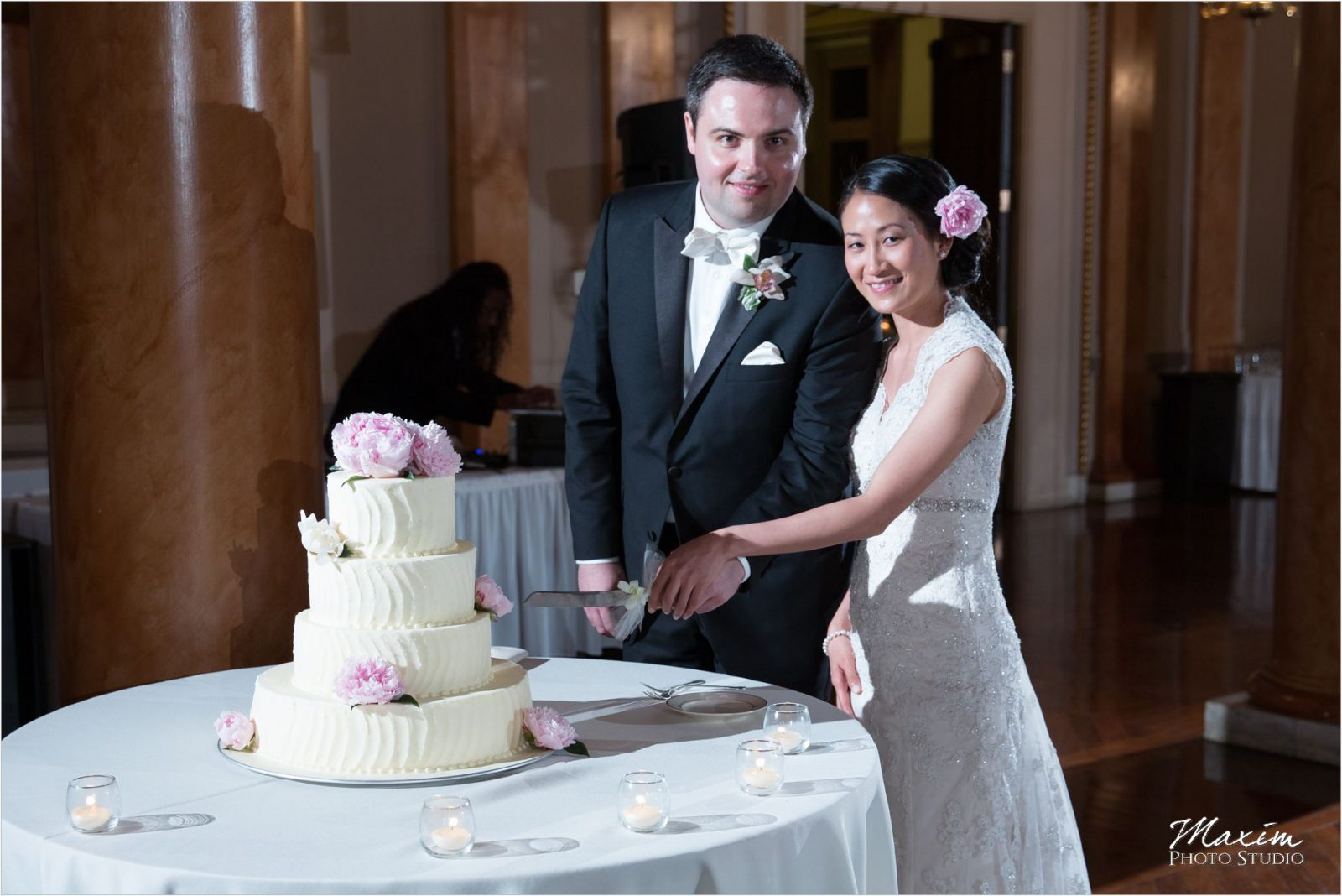 Cincinnati club Wedding cake cutting