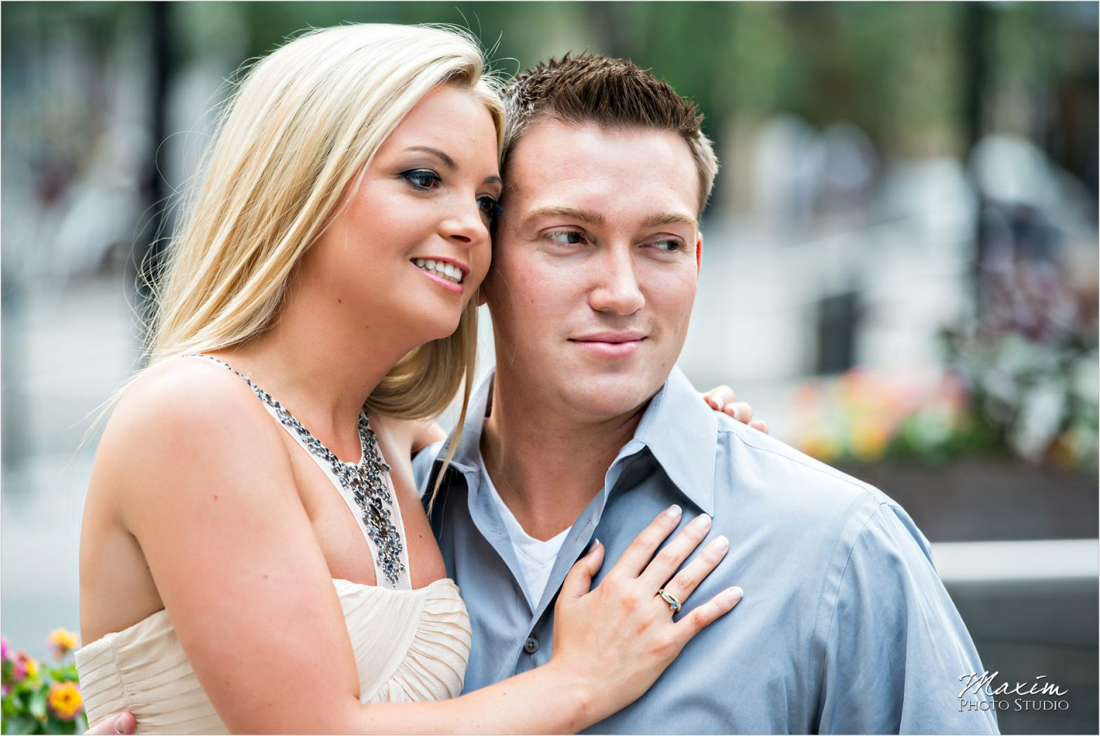 Cincinnati Wedding Photographers Downtown Cincinnati Engagement Fountain Square