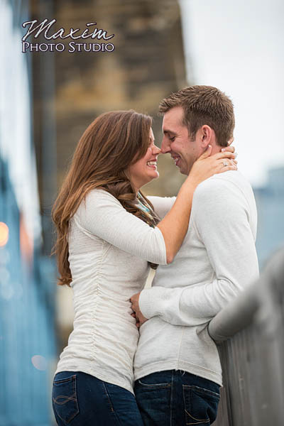 Roebling-bridge-smale-riverfront-park-cincinnati-engagement-photographs-susie-scott-01