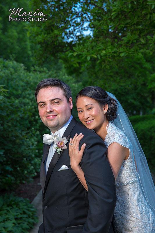 Ault Park Cincinnati Wedding Portraits Off Camera Lighitng