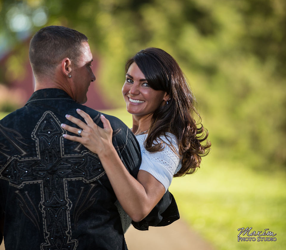 carriage-hill-dayton-ohio-engagement-off-camera-flash