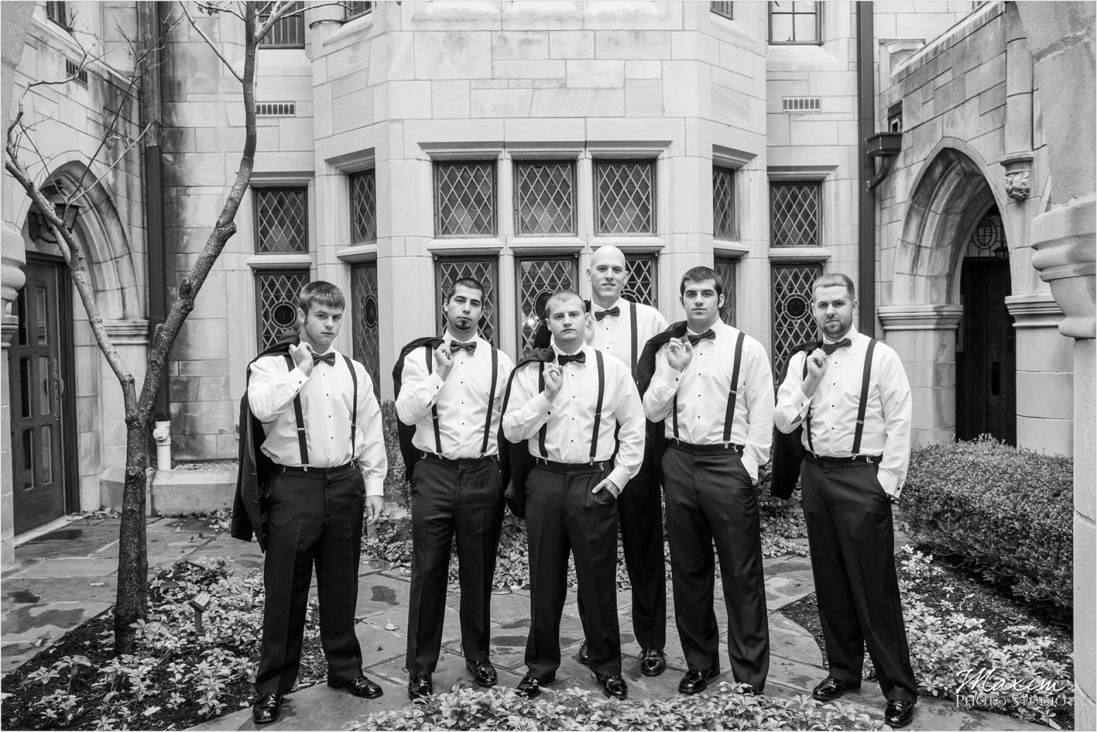 Hyde Park Cincinnati Wedding Pictures groomsmen