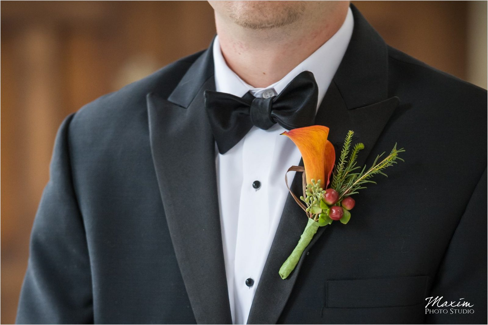 Hyde Park Cincinnati Wedding Groom Flowers