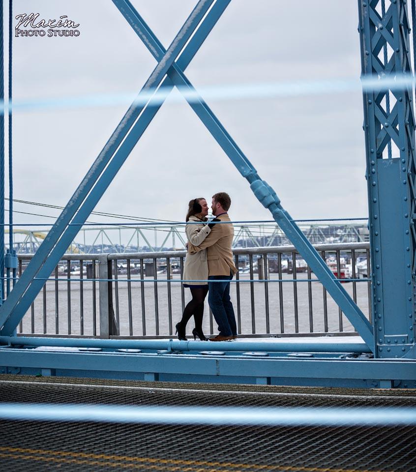 roebling-bridge-cincinnati-engagement-02