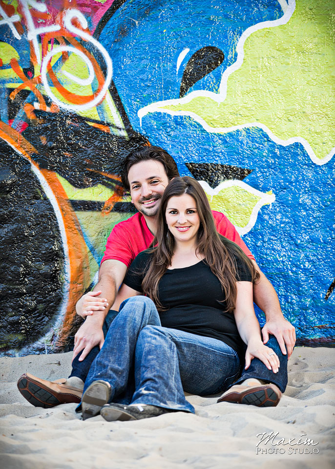 graffiti wall engagement, venice beach engagement couple