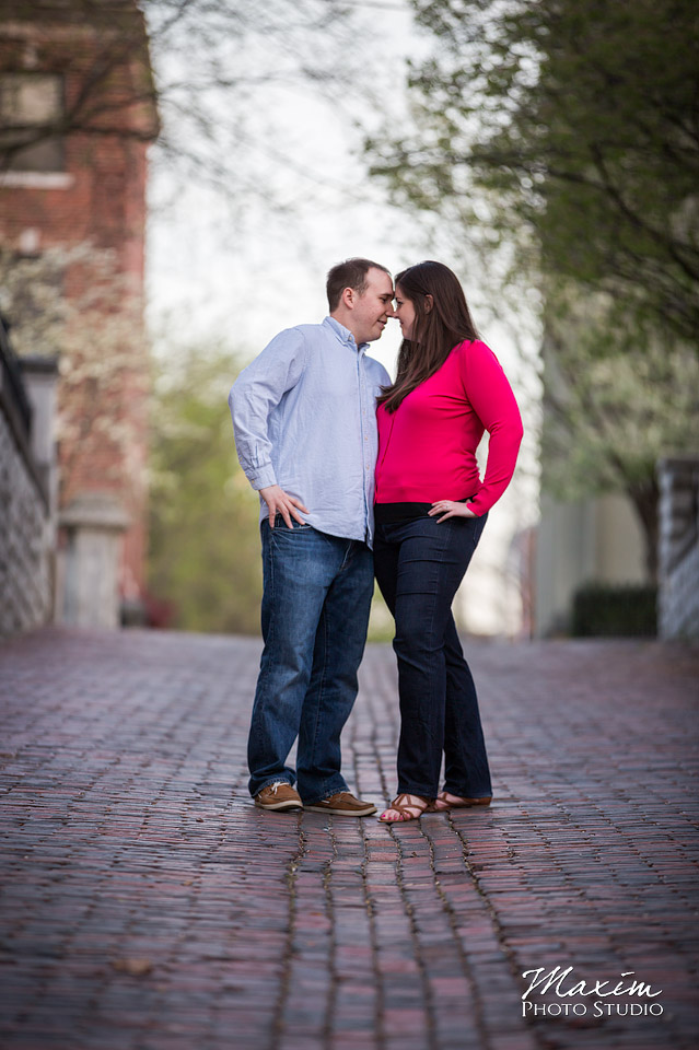 covington kentucky engagement photo
