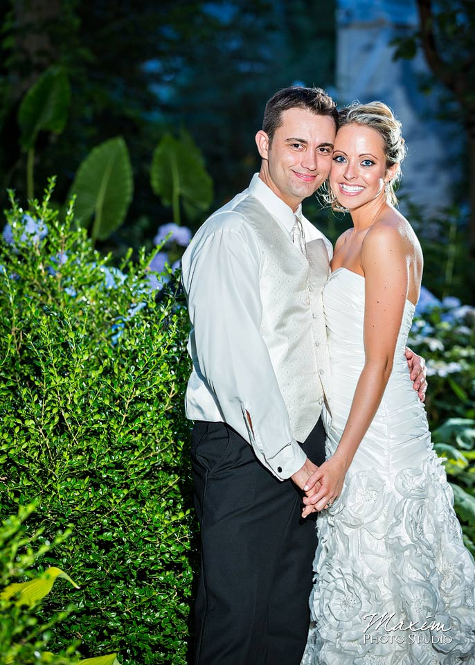 Taylor Mansion Columbus Ohio Wedding couple