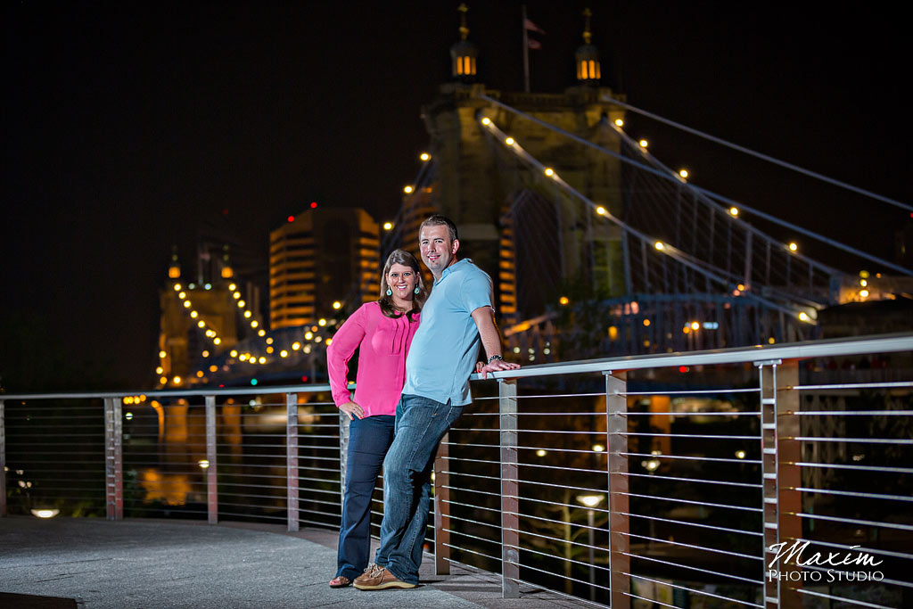 smale riverfront park cincinnati engagament pictures