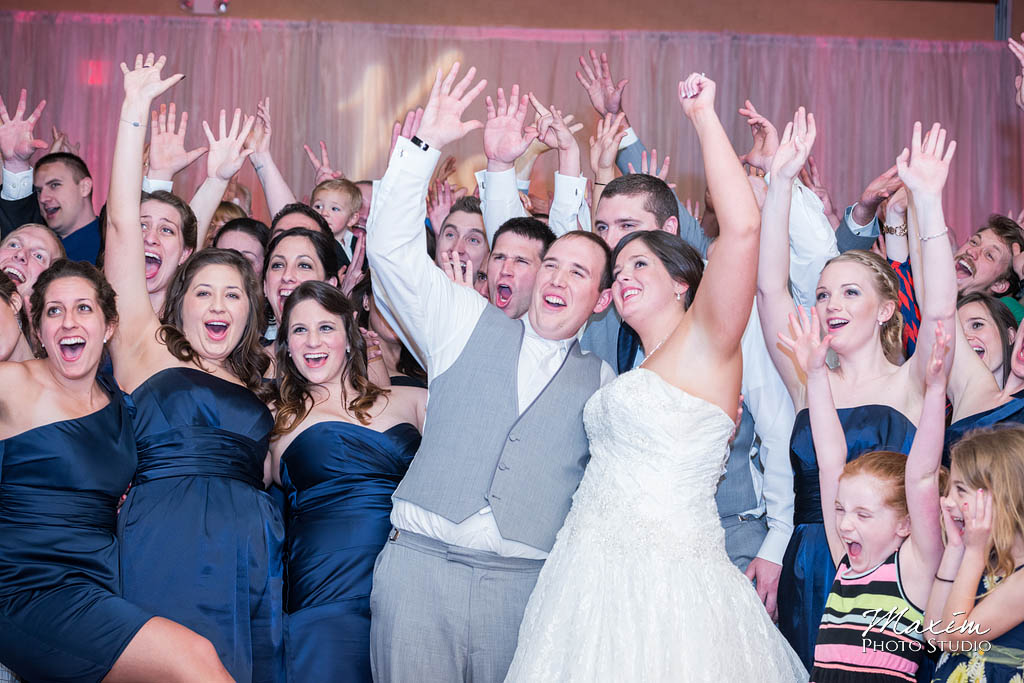 Cincinnati wedding photographers Holiday Inn Eastgate reception pictures