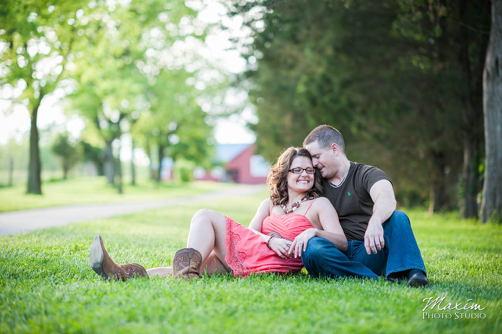 carriage hill dayton ohio engagement pictures