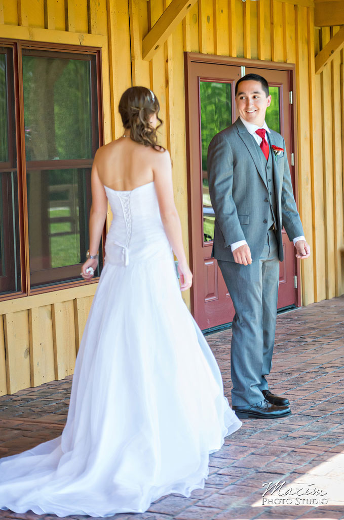 Canopy-creek-farm-dayton-wedding-pictures-first-look