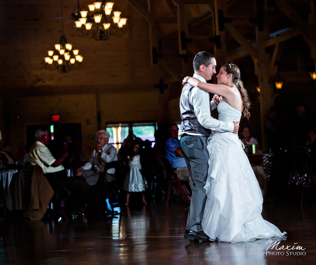 Canopy-creek-farm-dayton-reception-wedding-pictures