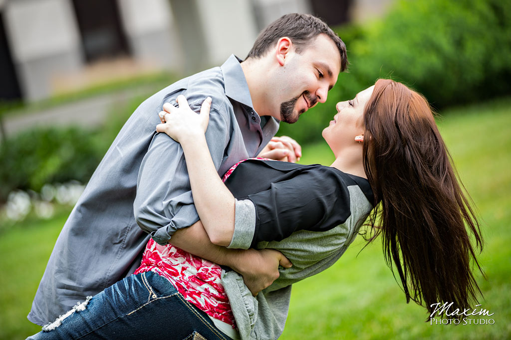 cincinnati engagement pictures p&g gardens