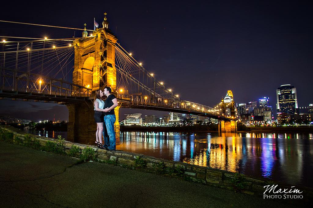 cincinnati engagement pictures roebling bridge