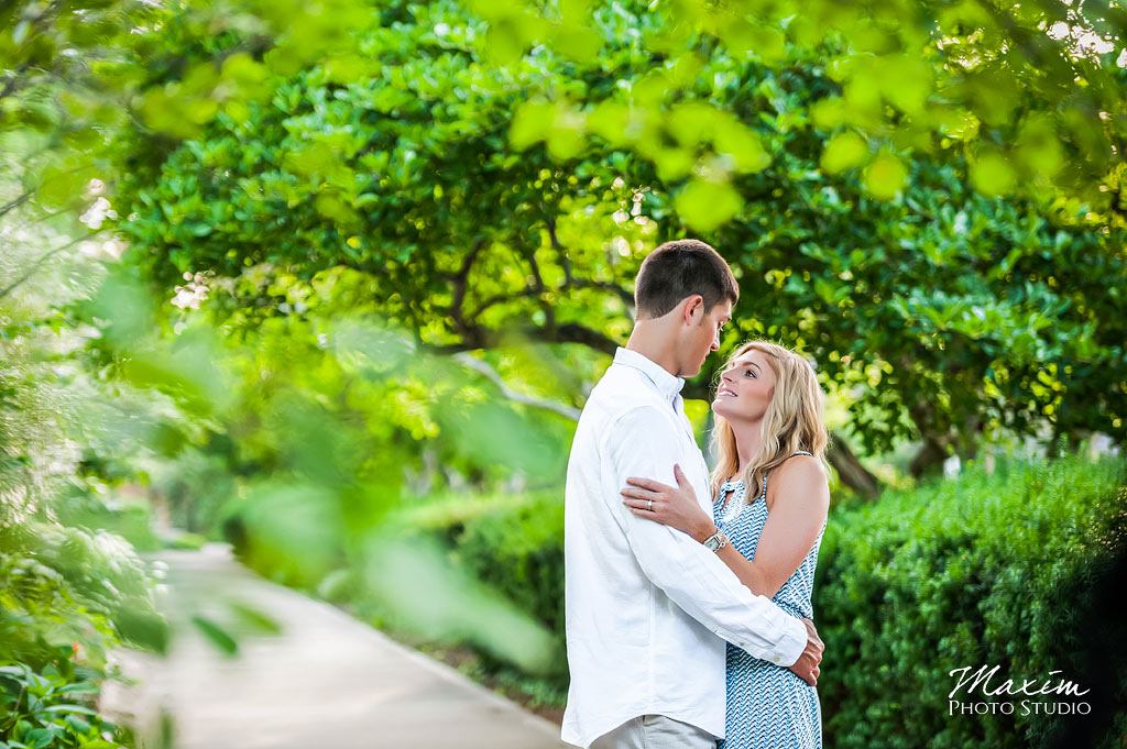 Ault Park Cincinnati Ohio engagement picture