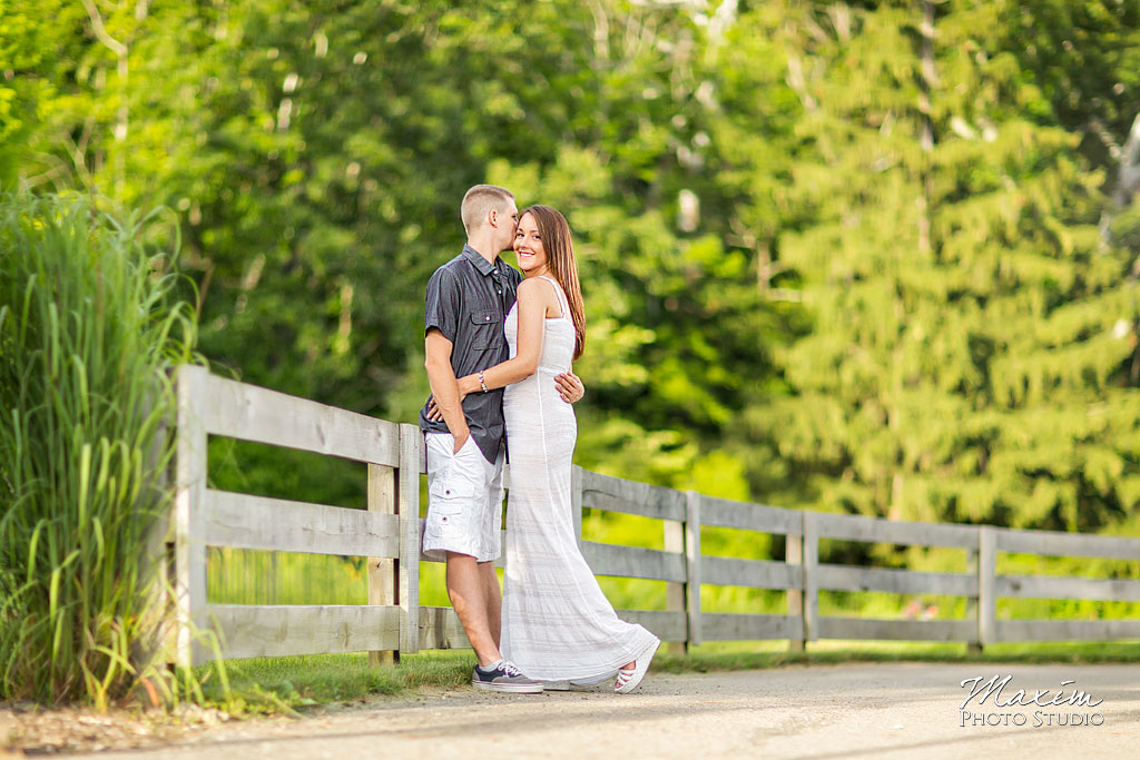 Inniswood metro gardens columbus engagement fence photography
