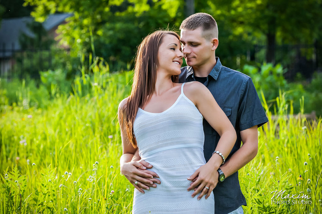 Inniswood metro gardens columbus engagement grass field photography