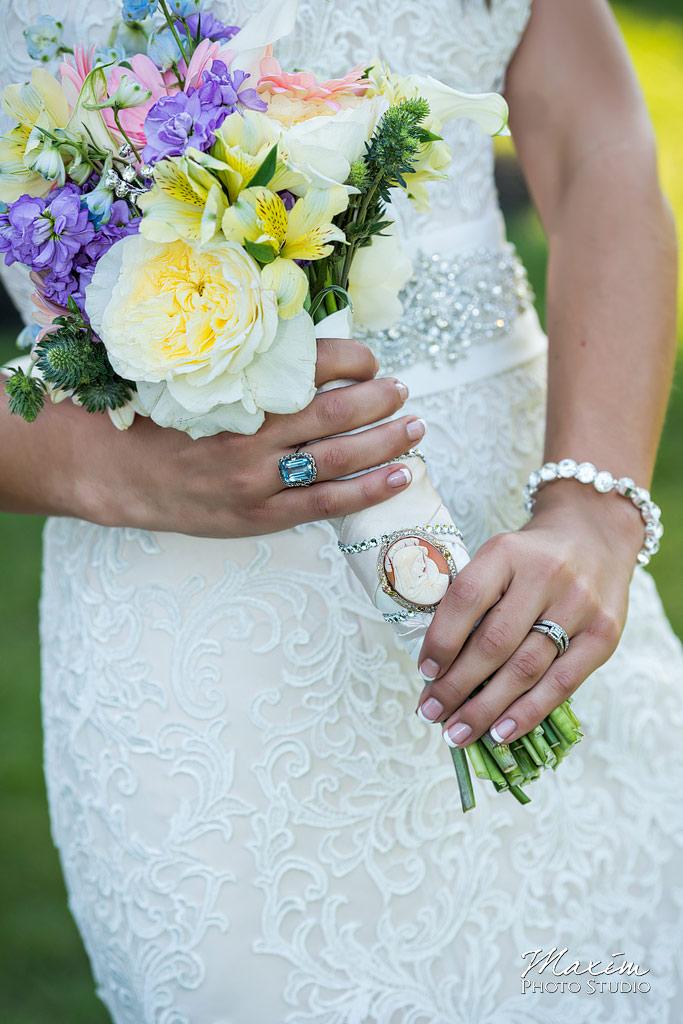 Pinnacle Golf Club bride flowers