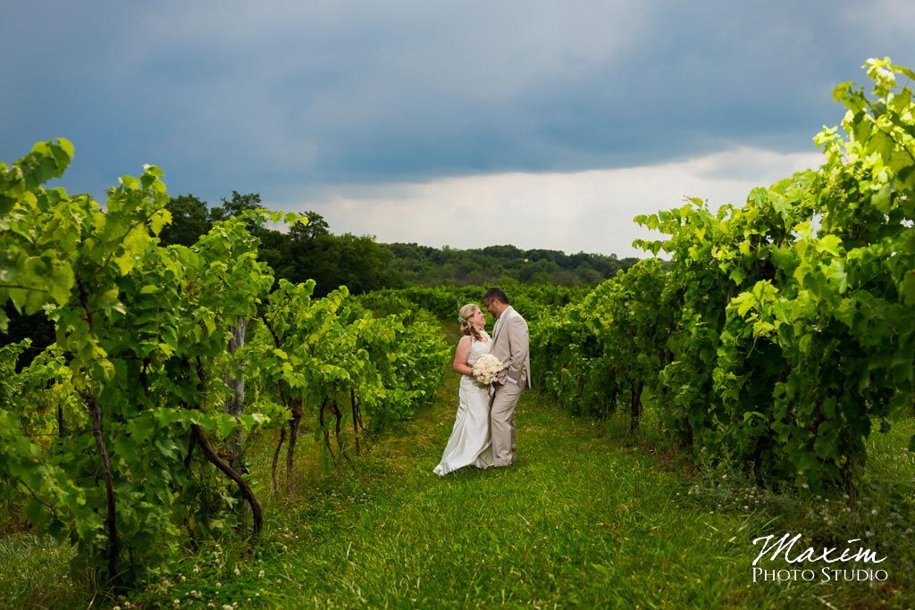 Vinoklet-winery-cincinnati-wedding-portrait-02