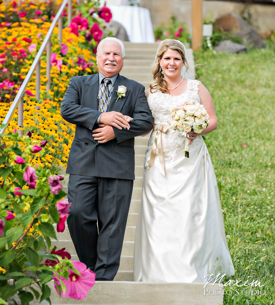 Vinoklet-winery-cincinnati-wedding-portrait-16