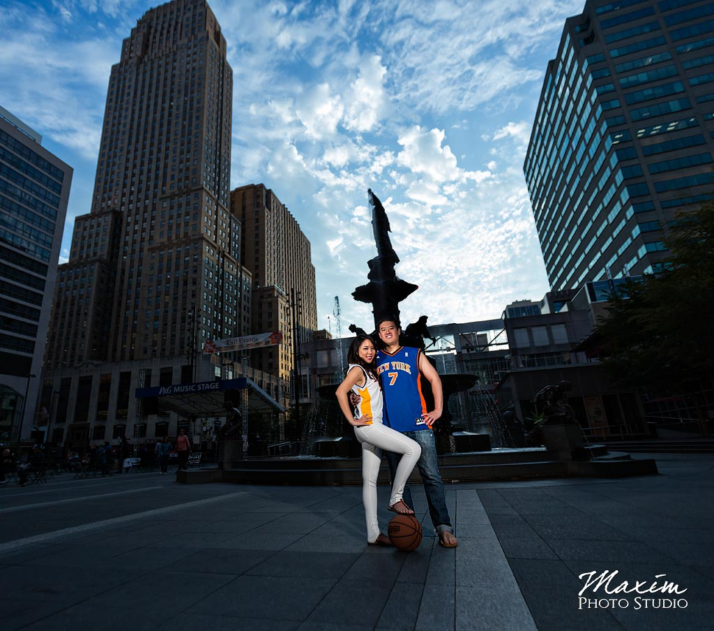 Fountain Square Cincinnati Engagement Pictures
