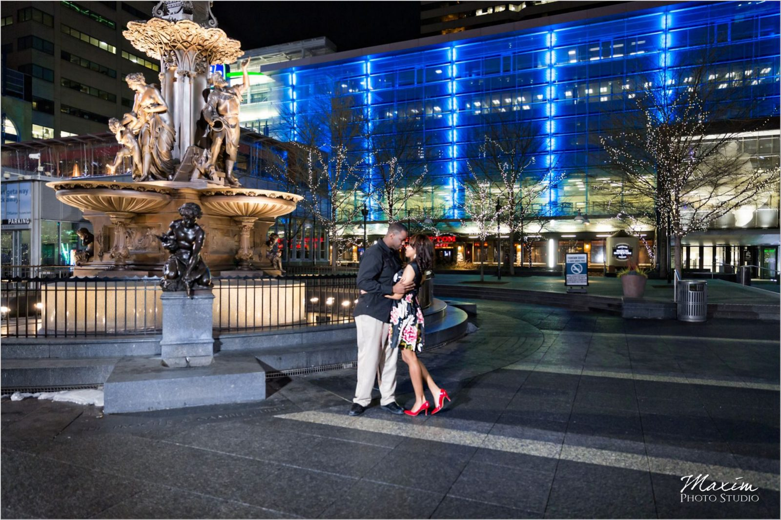 Fountain Square Cincinnati Winter Christmas Engagement