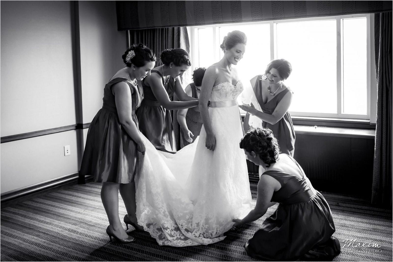 Marriott Rivercenter Covington, Cincinnati Wedding, Bride preparations, bridesmaids