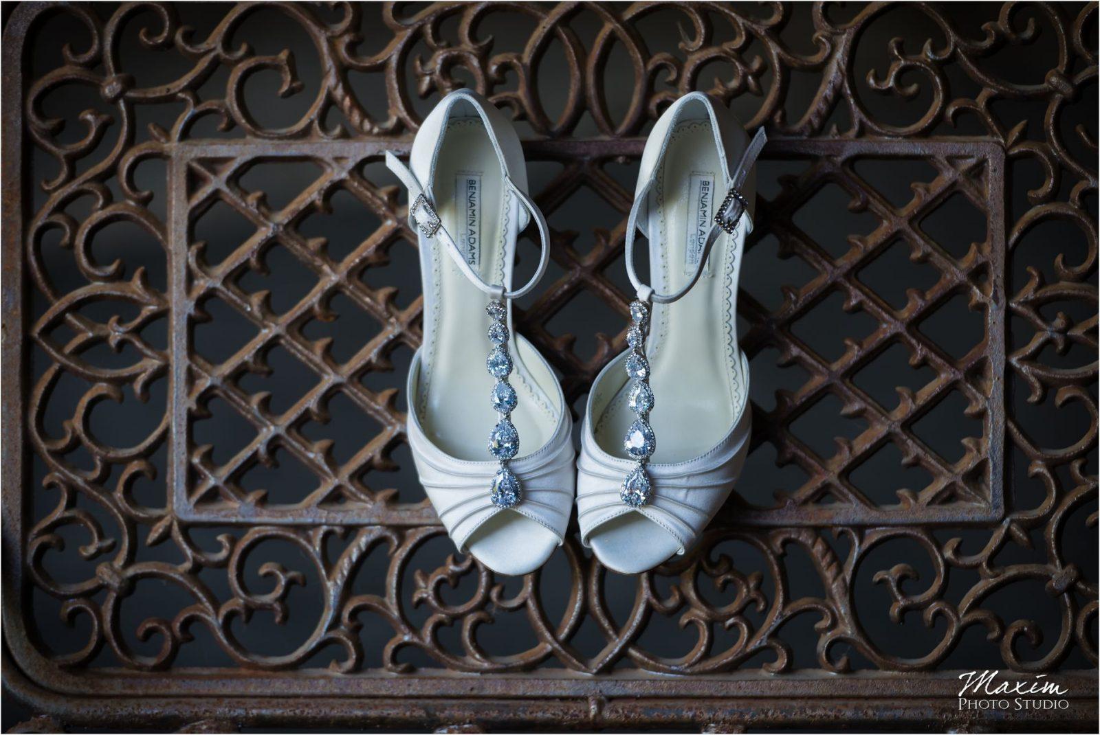 Kentucky Wedding Photographers Potato Hill Farm Wedding bride wedding shoes preparations