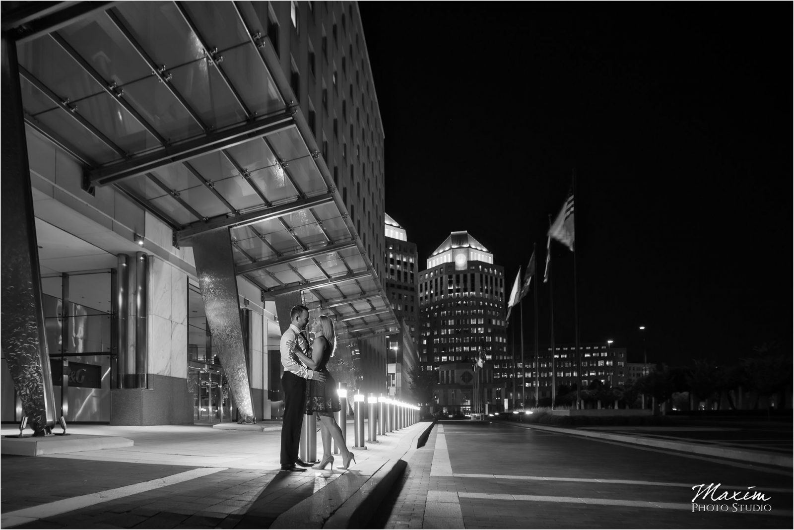 PG Gardens Cincinnati Night Engagement Pictures