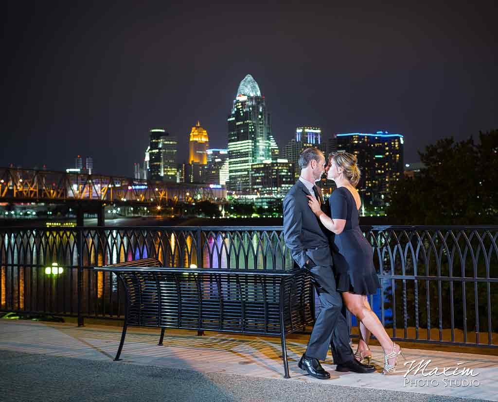Cincinnati Wedding Photographer Newport on Levee-Engagement