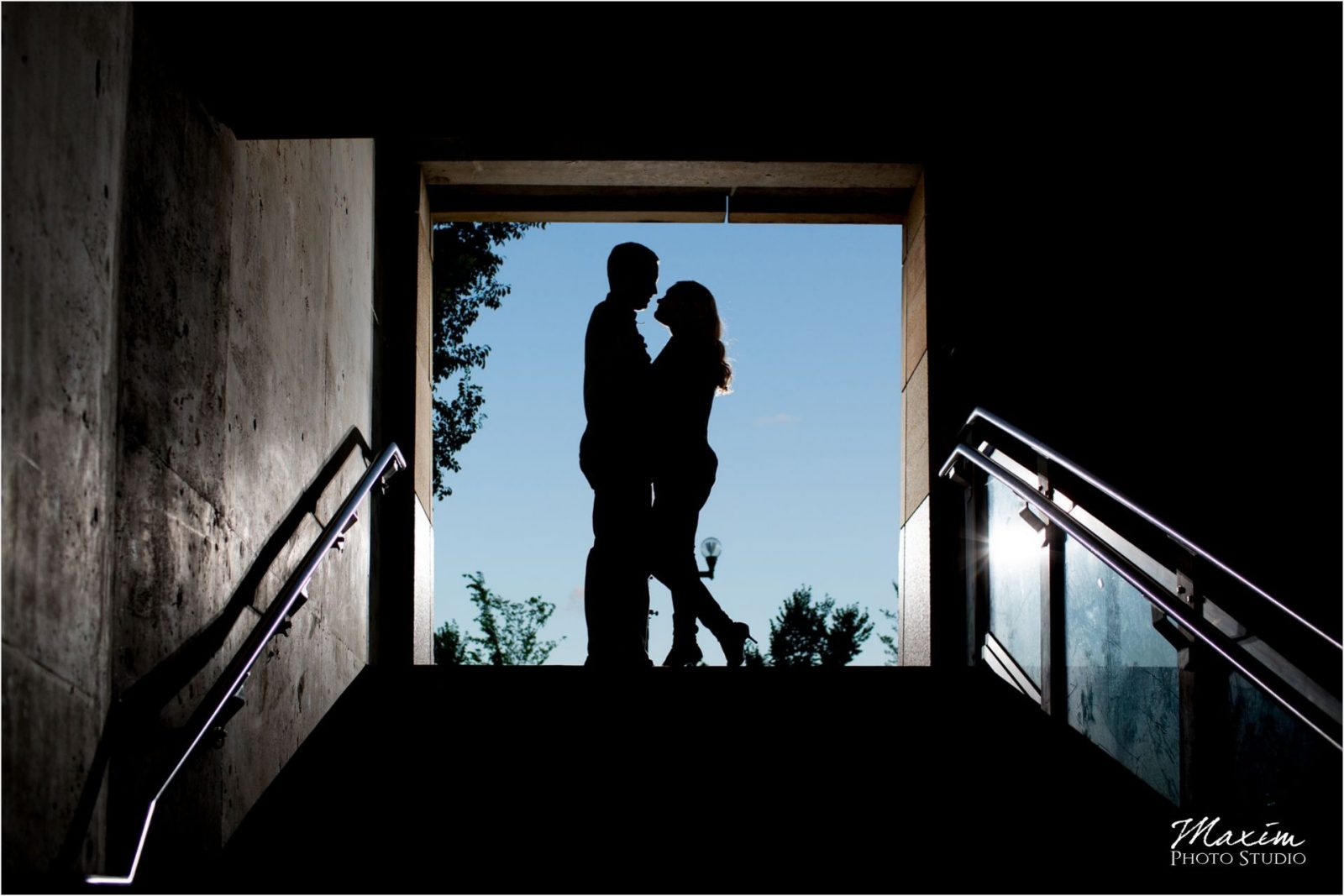 Smale Riverfront Park Silhouette Cincinnati Engagement