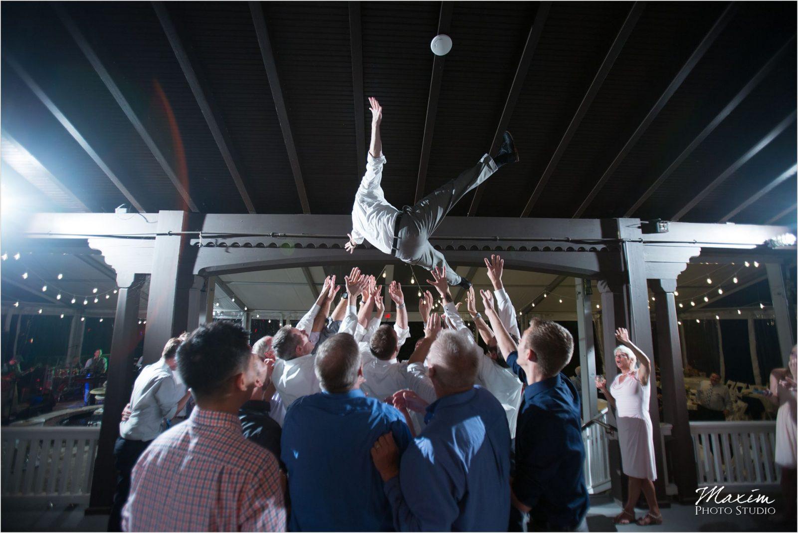 Cincinnati Wedding Photographers Krippendorf Lodge Cincinnati Nature Center Reception