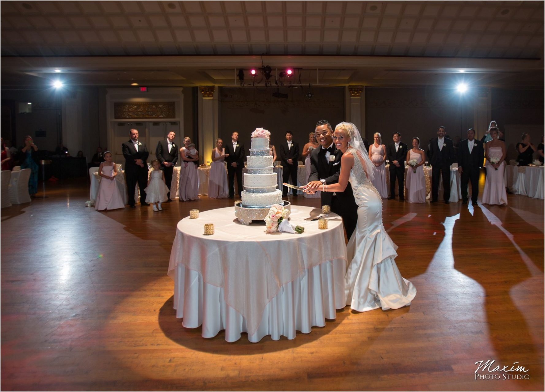 Cincinnati Wedding Photographers Music Hall Wedding Reception Tres Bell Cakes