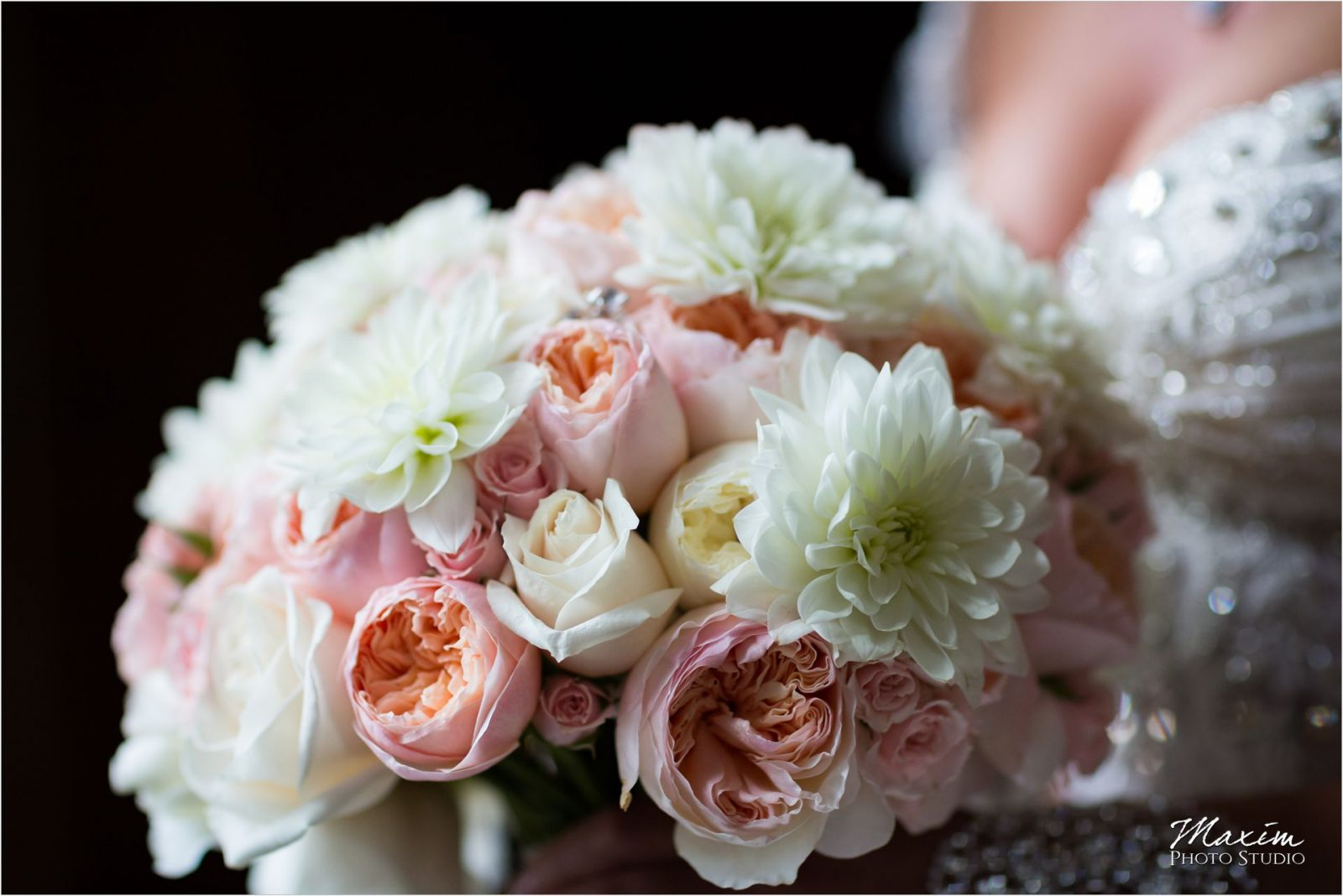 Cincinnati Wedding Photographers Hyde Park United Methodist Church Wedding bride flowers