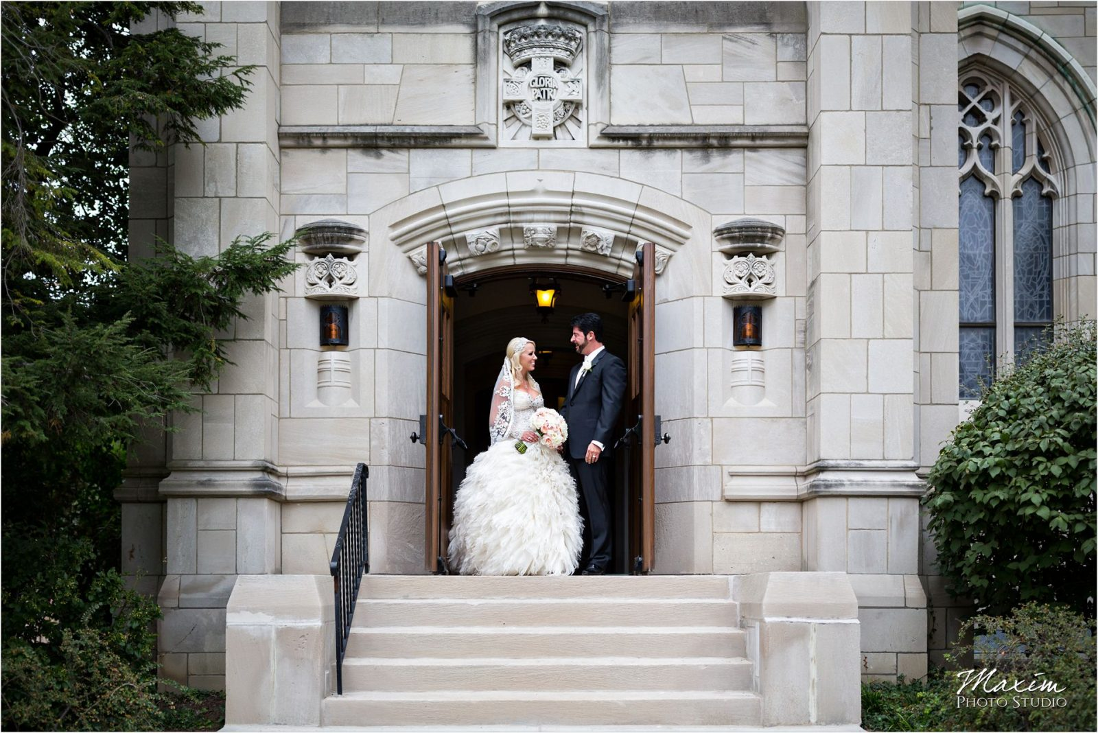 Cincinnati Wedding Photographers Hyde Park United Methodist Church Wedding bride groom portraits