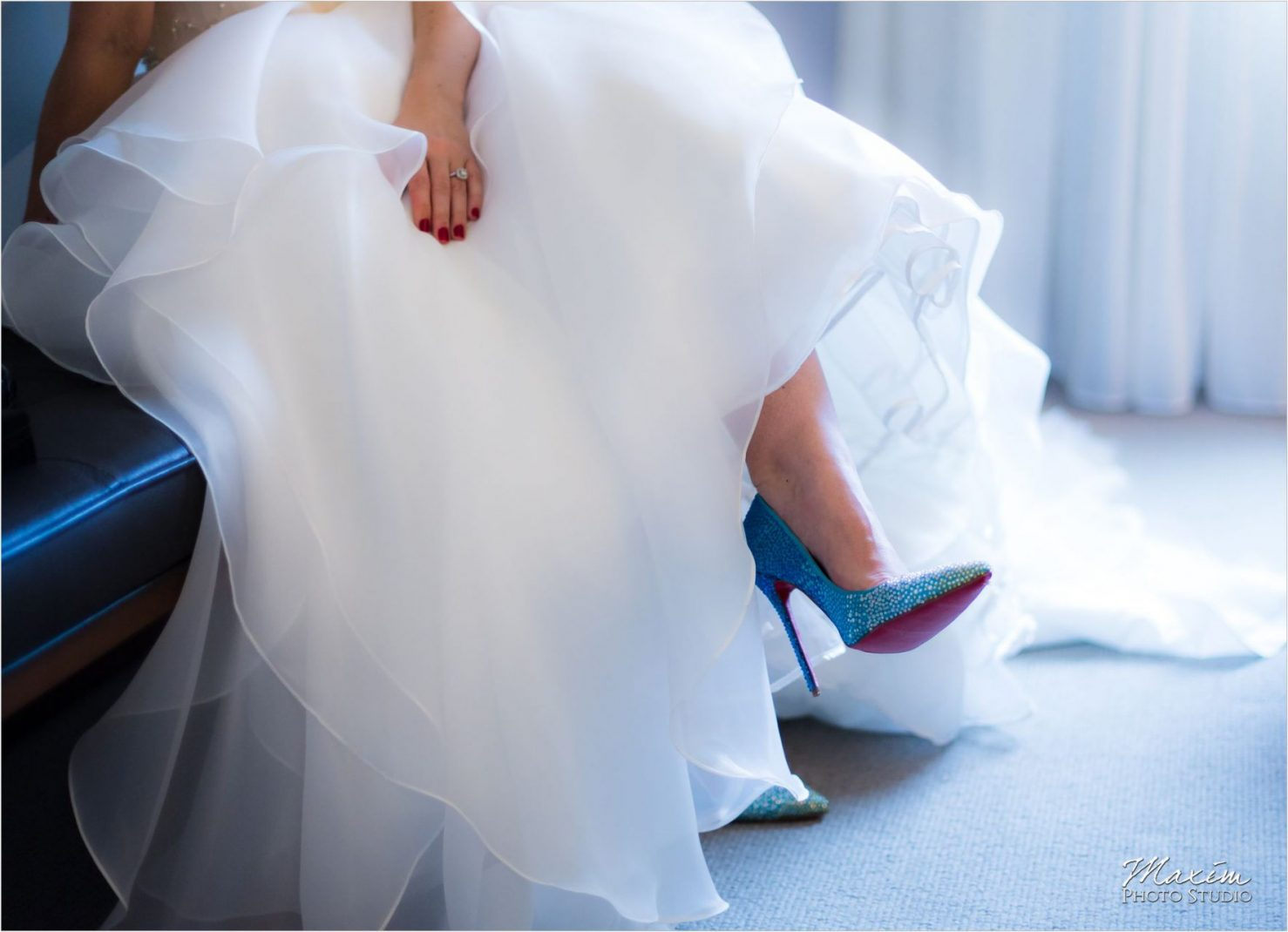 Cincinnati Wedding Photographers 21C Museum Hotel bride wedding preparations Louboutin shoes