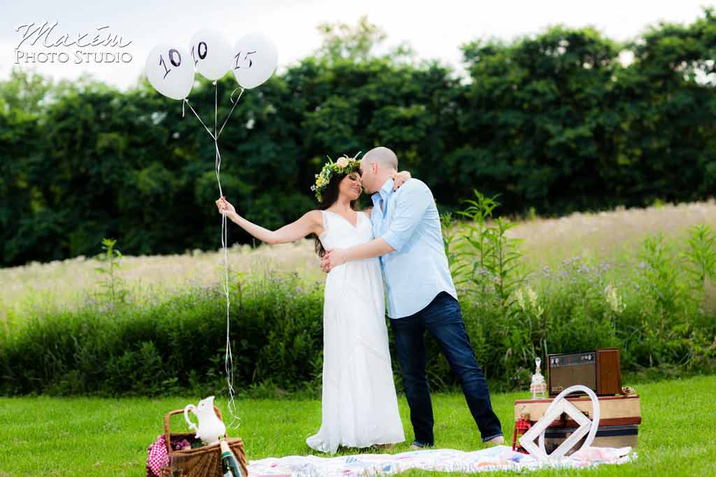 baloon engagement green field white dress
