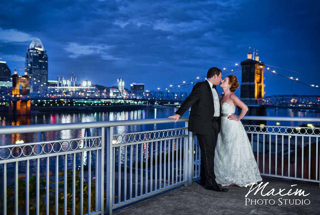Marriott Rivercenter Cincinnati wedding skyline