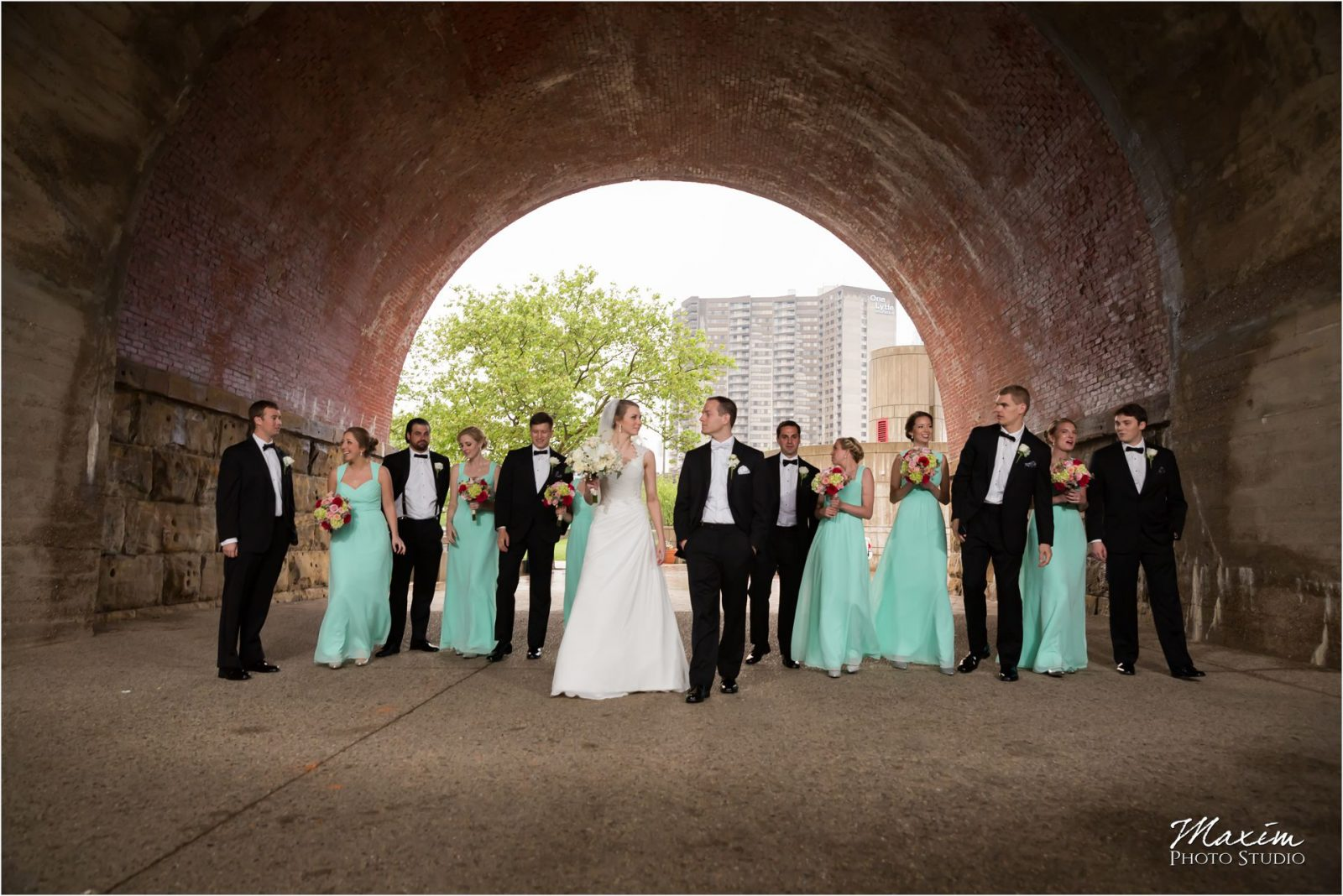 Yeatman's Cove Cincinnati Wedding pictures bride groom bridal party