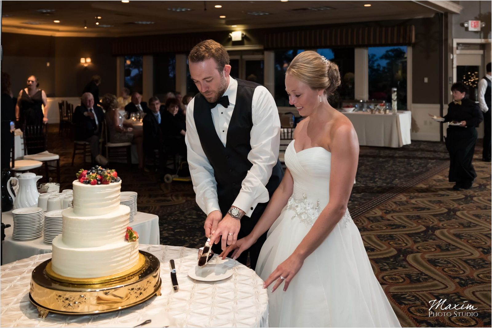 Drees Pavilion Covington Kentucky Wedding Reception Cake Cutting