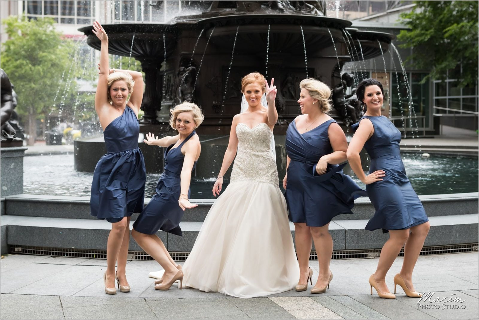 Cincinnati Wedding Photographers Fountain Square pictures