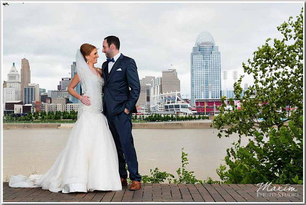 Downtown Cincinnati Skyline Wedding pictures